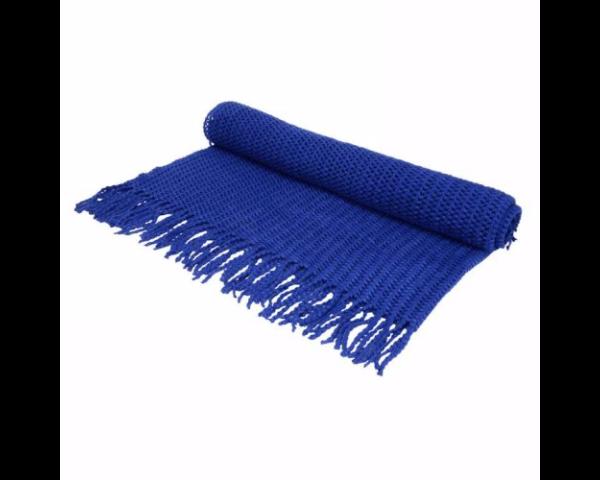 Jeté en tricot bleu royal